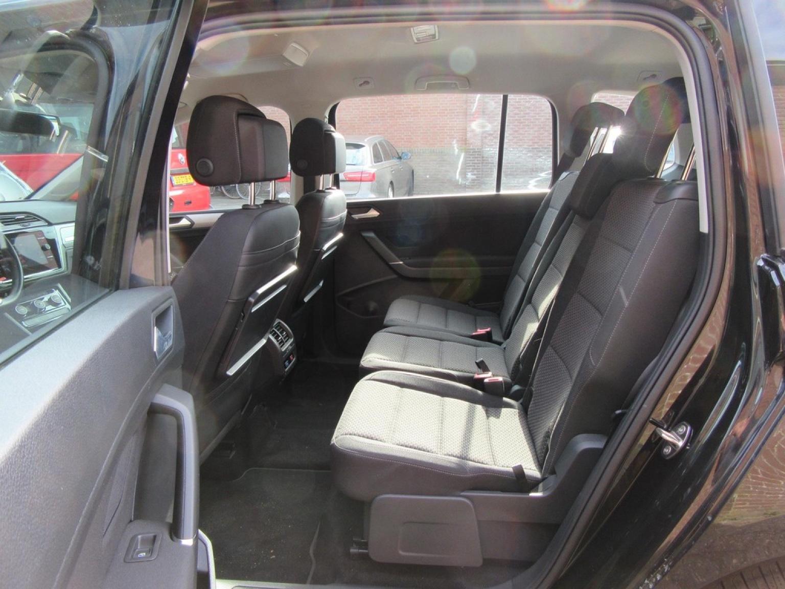 Volkswagen-Touran-19