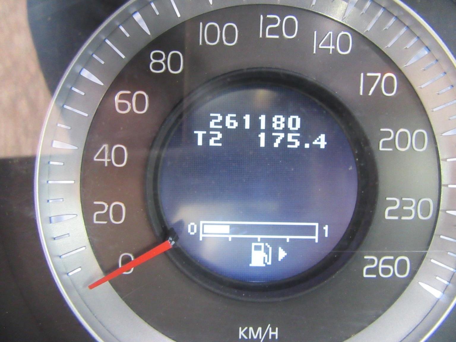 Volvo-XC70-5